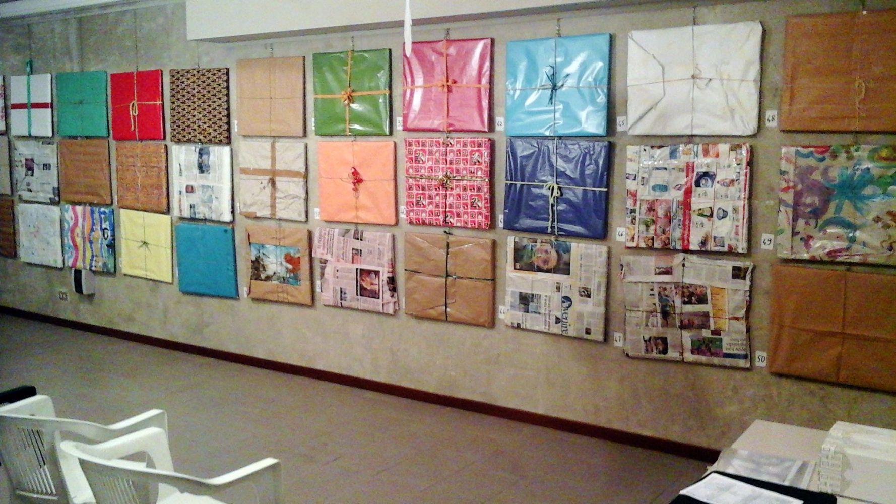 Facsimile di come si presenterà la parete con tutti i quadri da assegnare   tramite sorteggio