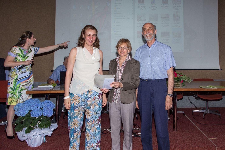 Sofia Becherucci riceve il 3° premio della sezione acquerello da 2 sponsor storici: Grazia Pasta e Antonio Locati