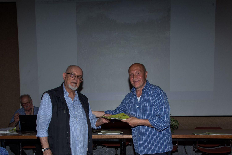 Alberto Ferrari  premia Giuseppe Macella (3° premio ex aequo)