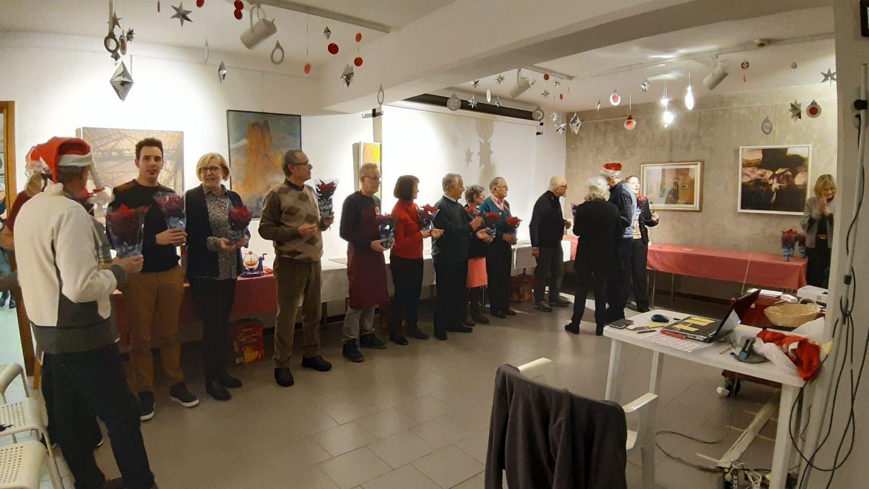 La consegna delle stelle di Natale è stata l'occasione per far sfilare davanti ai partecipanti, tutti coloro che  si impegnano per far funzionare il Circolo.