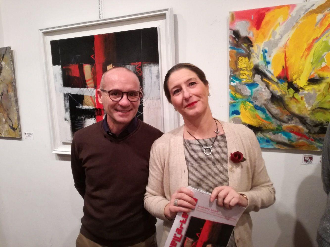 All'inaugurazione della mostra è intervenuto il Sindaco  Luca Ornago, qui insieme a Claudia Sala presidente del Circolo Amici dell'Arte.