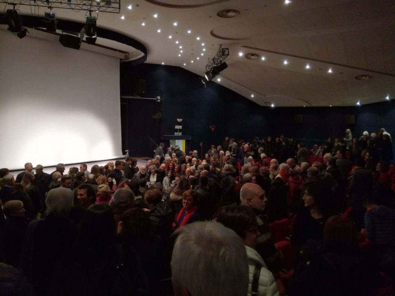 Il Cineteatro Astrolabio con tutti gli amici che hanno reso omaggio a Giovanni Ferrari