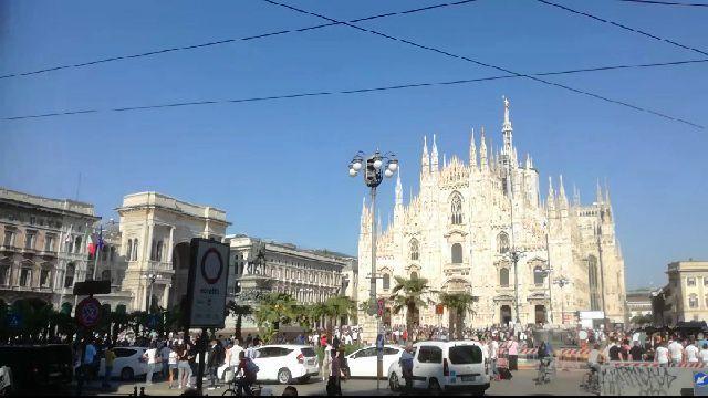 In piazza Duomo una mare di persone.