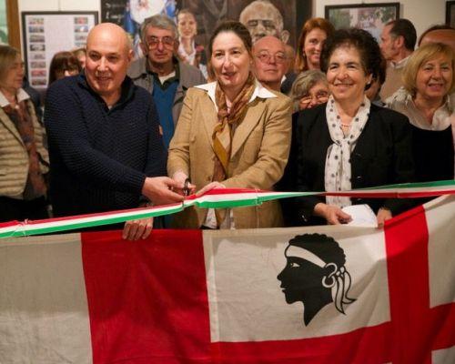 Taglio del nastro simbolico con  Claudia Sala, Salvatore Carta e Ofelia Usai, dirigenti delle due associazioni